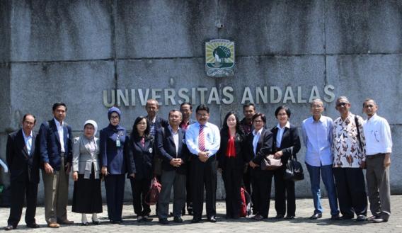 Foto bersama rombongan Universitas Negeri Malang bersama Pimpinan LPPM Unand